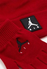 Jordan - AIR PATCH BEANIE SET UNISEX - Handschoenen - gym red