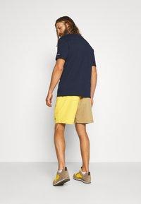 The North Face - MEN'S CLASS PULL ON TRUNK - Outdoorové kraťasy - kelp tan/bamboo yellow - 2
