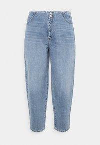 Vero Moda Curve - VMIDA BARREL CUTLINE - Relaxed fit jeans - light blue denim - 5