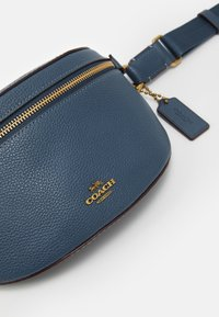 Coach - POLISHED PEBBLE BETHANY BELT BAG - Bum bag - dark denim - 3