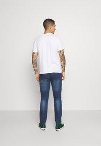 Newport Bay Sailing Club - Jeans straight leg - mid wash - 2