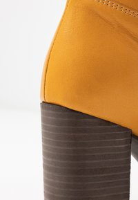Lazamani - Vysoká obuv - yellow - 2