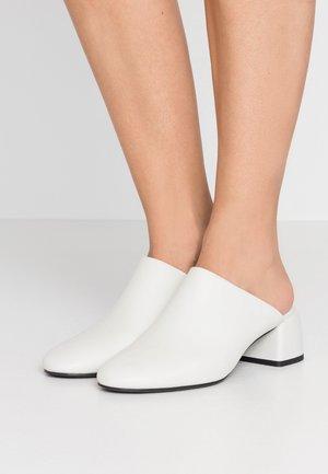 EMBER MULE - Pantofle na podpatku - ivory
