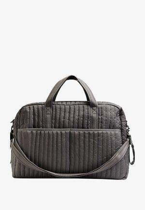 THIS IS A BABY CHANGING BAG - Taška spříčným popruhem - grey