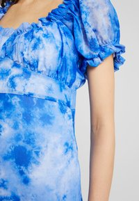 NA-KD - TIE DYE PUFF SLEEVE DRESS - Maxi dress - blue - 6