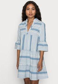 Vero Moda Petite - VMAKELA CHAMBRAY - Denní šaty - light blue - 3