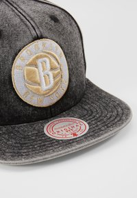 Mitchell & Ness - NBA BROOKLYN NETS SNOW WASHED NATURAL SNAPBACK - Keps - black - 2