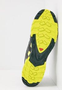 Salomon - XA PRO 3D GTX - Scarpe da trail running - urban chic/black/lime punc - 4