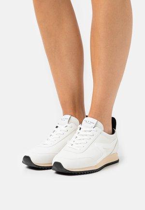 RETRO RUNNER - Trainers - antique white