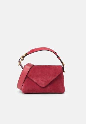 SHOULDER BAG FLAP - Handbag - fucsia