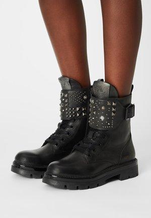 CROWLEY - Cowboy/biker ankle boot - black