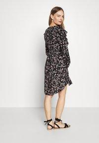 Cotton On - MATERNITY CROSS FRONT BABYDOLL DRESS - Sukienka letnia - millie black - 2