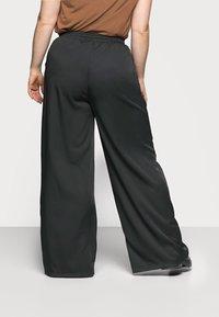 Missguided Plus - WIDE LEG CASUAL TROUSER - Spodnie materiałowe - black - 2