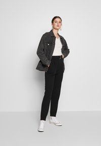 PIECES Tall - PCNALA  ANKLE PANTS - Pantalon classique - black - 1