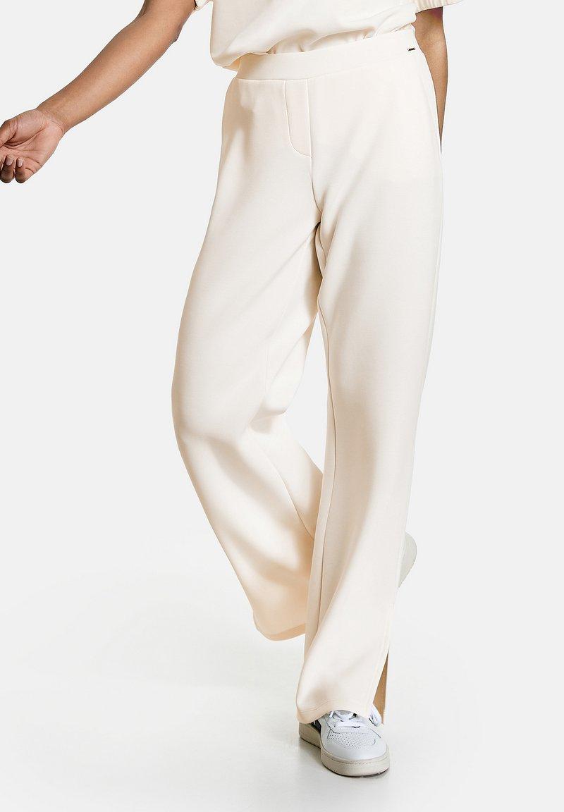 Taifun - MIT SAUMSCHLITZEN - Trousers - offwhite