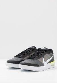 Nike Performance - COURT AIR MAX VAPOR WING MS - Tennisschoenen voor alle ondergronden - black/white/volt - 2