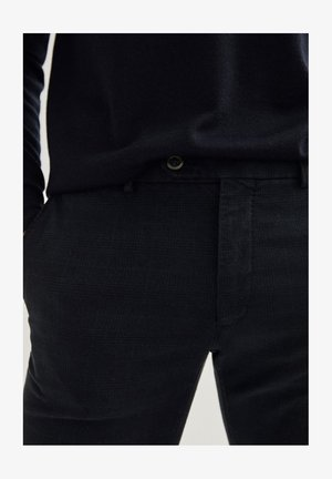 KARIERTE SLIM-FIT AUS BAUMWOLLE - Trousers - dark blue