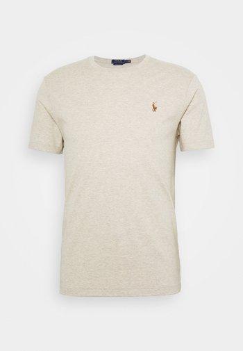 CUSTOM SLIM SOFT TEE - Basic T-shirt - expedition dune