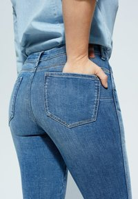 Violeta by Mango - IRENE - Relaxed fit jeans - mittelblau - 4