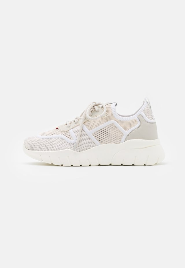 BIENY - Sneakers laag - dusty white/white