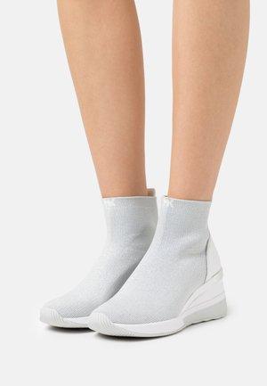 SKYLER  - Sneakers hoog - light slate