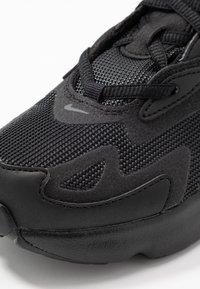 Nike Sportswear - NIKE AIR MAX 200 SCHUH FÜR JÜNGERE KINDER - Baskets basses - black/anthracite - 2
