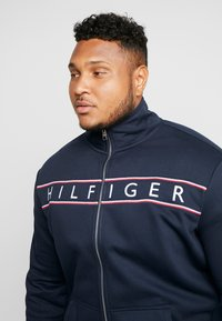 Tommy Hilfiger - LOGO ZIP THROUGH - Sudadera con cremallera - blue - 3