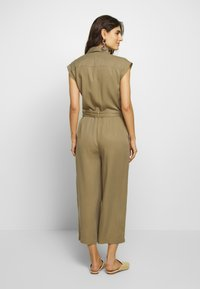 Marc O'Polo DENIM - OVERALL PATCH ON POCKETS BELT - Tuta jumpsuit - bleached olive - 2