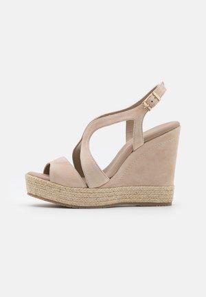 TELMA - Sandály na platformě - nude