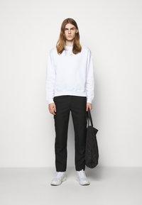 Holzweiler - HANGER CREW UNISEX - Sweatshirt - white - 1