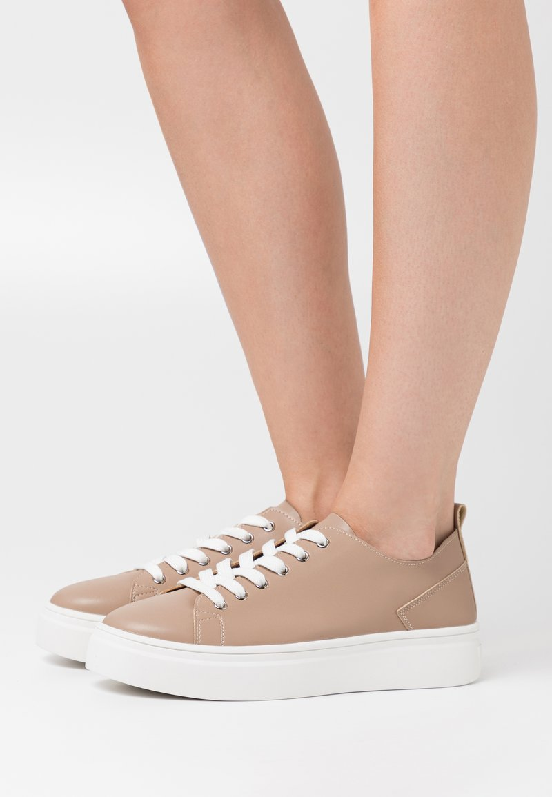 NA-KD - SOFT UPPER BASIC - Sneakers laag - taupe