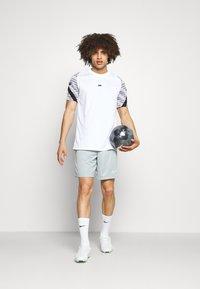 Nike Performance - SHORT - Sports shorts - light pumice/white - 1