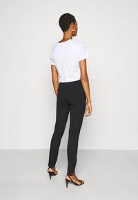 Selected Femme Tall - SLFILUE PINTUCK PANT  - Bukse - black - 2