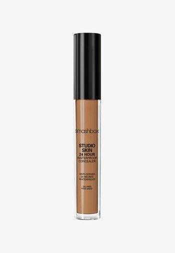 STUDIO SKIN FLAWLESS 24 HOUR CONCEALER 8ML - Concealer - 7b4526- dark warm golden