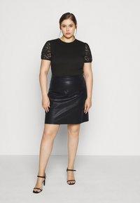 Noisy May Curve - NMNEW REBEL SHORT SKIRT CURVE - Leather skirt - black - 1