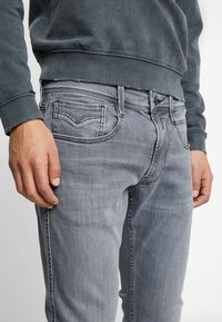 Replay - ANBASS - Slim fit jeans - medium grey - 4