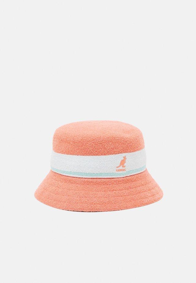 BERMUDA STRIPE BUCKET UNISEX - Hattu - peach pink