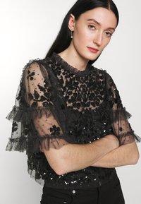 Needle & Thread - AURELIA EXCLUSIVE - Print T-shirt - black - 4