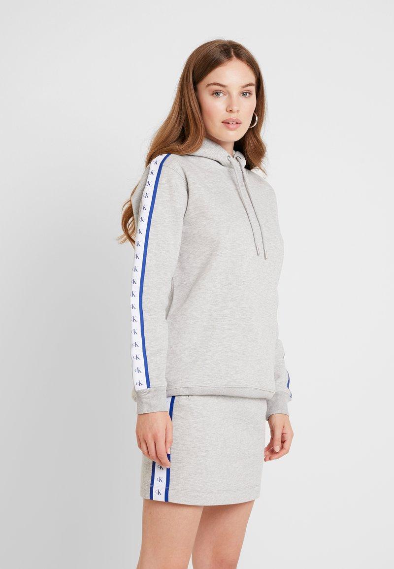 Calvin Klein Jeans - MONOGRAM TAPE HOODIE - Hoodie - light grey heather