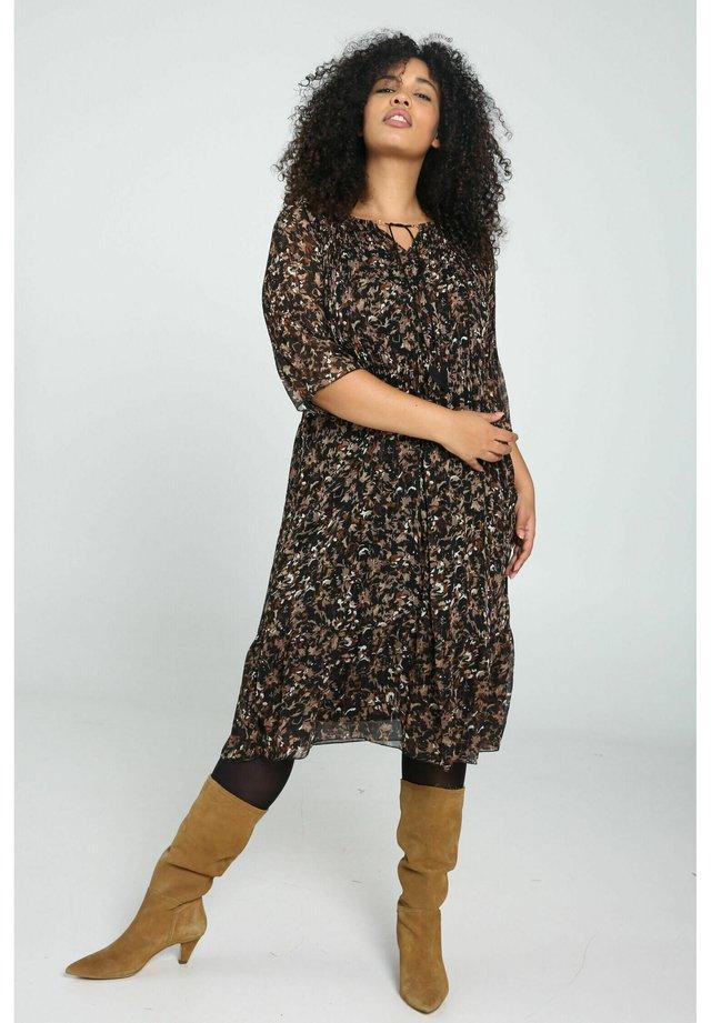 Korte jurk - caramel