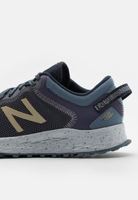 New Balance - FRESH FOAM ARISHI - Neutral running shoes - outerspace/thunder - 5