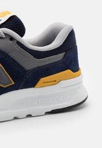 New Balance - 997 UNISEX - Sneakers - black/gold - 5