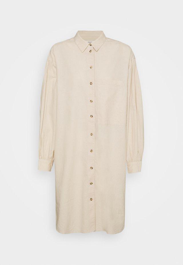 SLFCECILIE SHORT SHIRT DRESS - Shirt dress - sandshell
