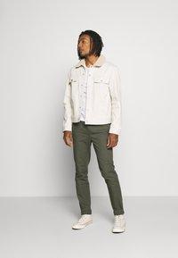 Burton Menswear London - SLIM WASHED - Trainingsbroek - khaki - 1