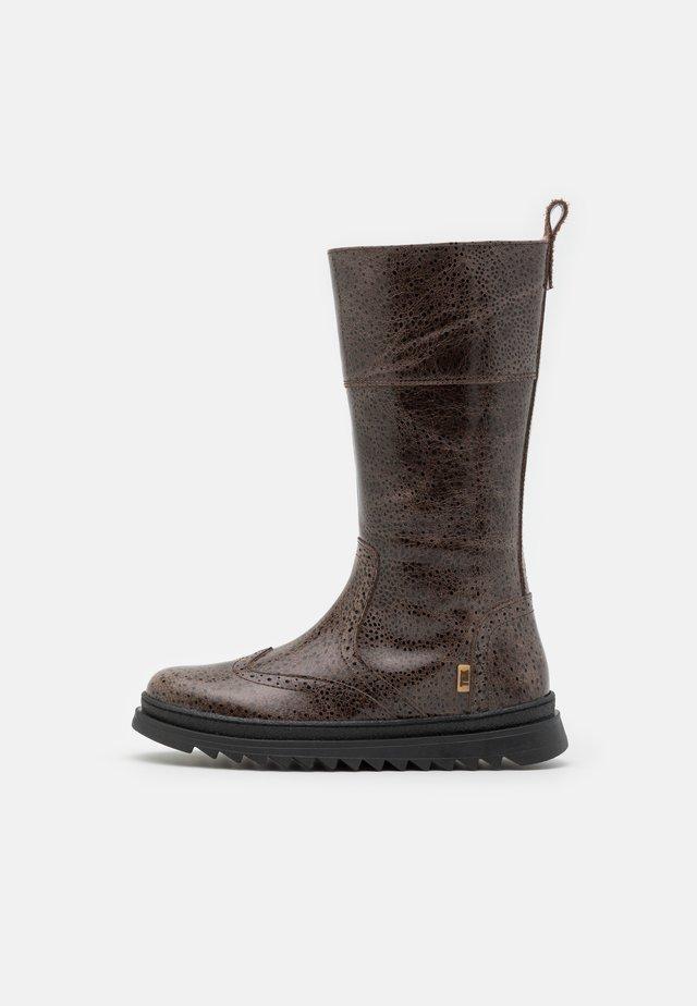 DANIELLE - Vysoká obuv - brown