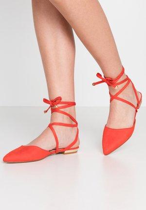 RUBIE - Ankle strap ballet pumps - orange