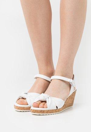 Sandalias con plataforma - white