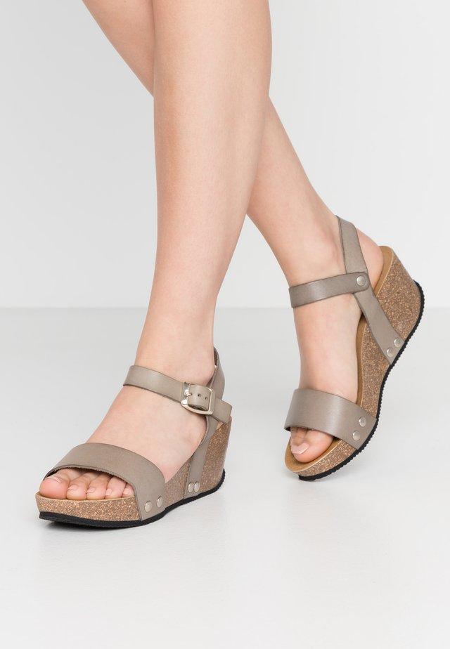 SABINE - Korkeakorkoiset sandaalit - khaki