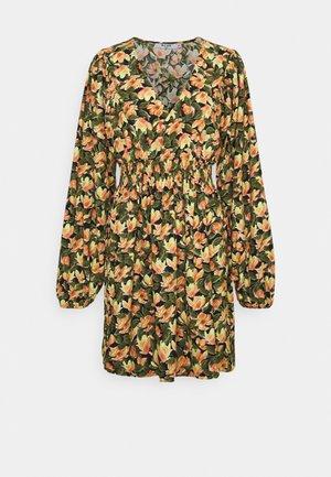 SMOCKED WAIST MINI DRESS - Sukienka letnia - orange