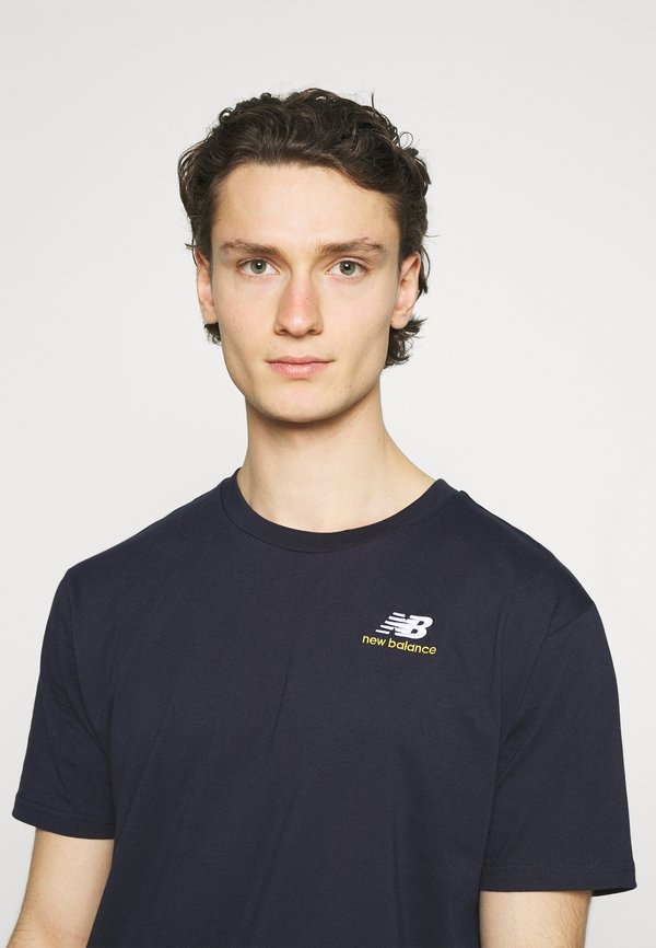 New Balance ESSENTIALS TEE - T-shirt basic - eclipse/granatowy Odzież Męska VKBY